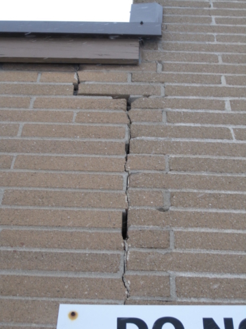Vertical Crack & Separation of Brick found by Barrie Home Inspections